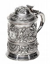 A George II silver tankard by Humphrey Payne,
