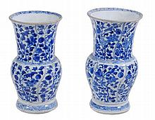 Two similar blue and white Chinese export small vases , Qing Dynasty, Kangxi