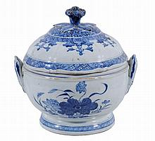 A Chinese circular soup tureen and cover, Qing Dynasty, Qianlong
