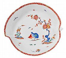 A Bow 'Two-Quails' pattern leaf-shaped dish, 25cm