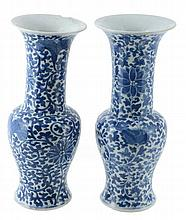 A pair of Chinese blue and white vases, second half of the 19th century