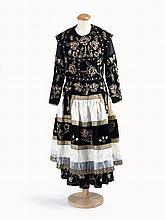 Costume du Porzay de grande cérémonie, caraco, robe et tablier. Réplique à