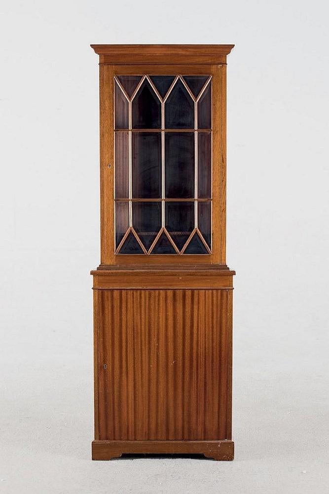 Vitrina rinconera estilo georgiano madera barnizada en ton for Vitrina estilo industrial