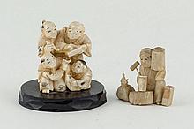 Dos okimonos de marfil. China. 1ª 1/2 S. XX. - Grupo de cuatro figuras de