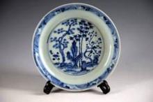 A CHINESE BLUE AND WHITE PORCELAIN PLATE WITH MING