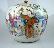 19th C Chinese porcelain ovoid jar w. cover