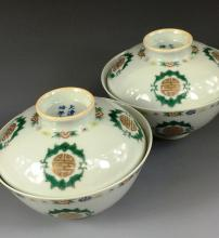 PAIR OF FINE FAMILLE ROSE COVERED TEA CUPS