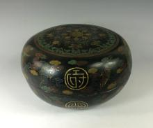 ANTIQUE EBONY LACQUERED ROUND WOODEN BOX