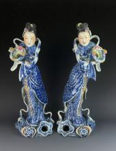A FINE PAIR OF 19TH C BLUE AND WHITE FEMALE FIGURES