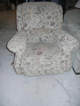 Lazy Boy Floral Recliner   No Shipping Pick Up Only