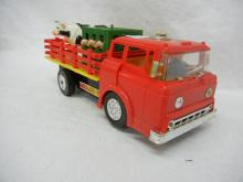 Marx Battery Operated Farm Truck With Animals & Driver