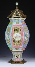 A Chinese Antique Famille Rose Porcelain Lamp