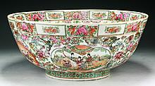 A Big Chinese Antique Rose Medallion Porcelain Bowl