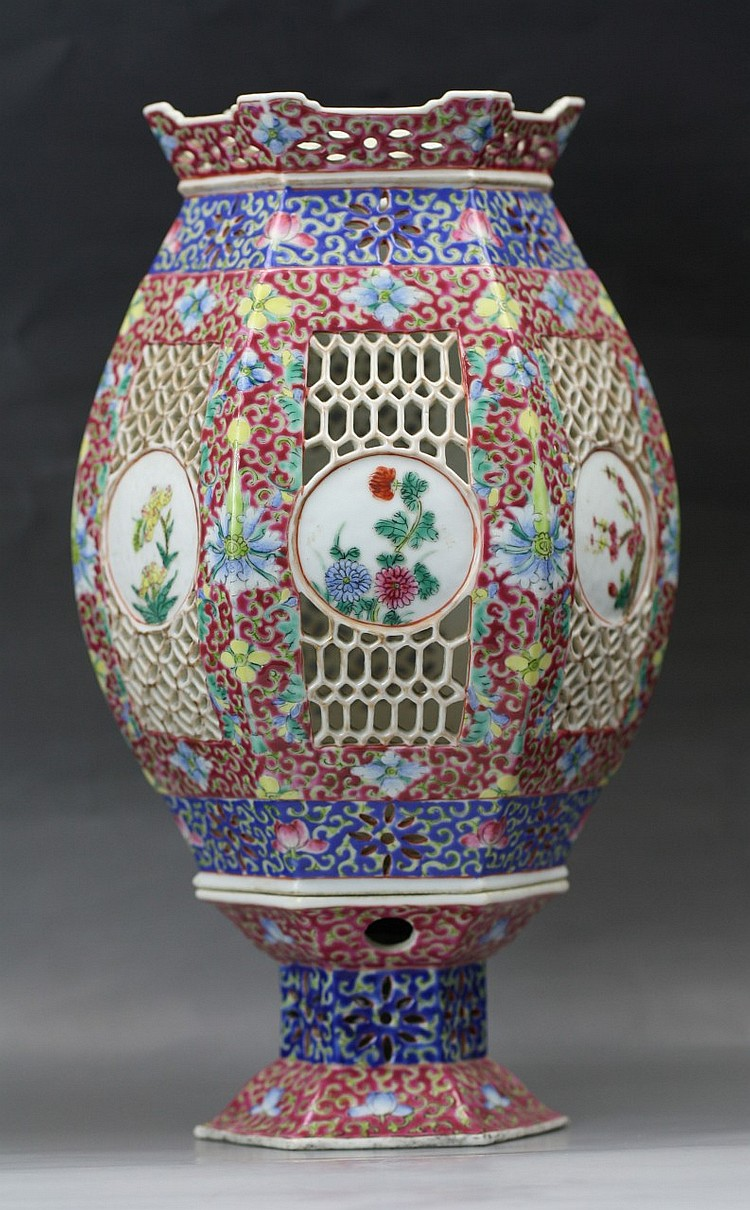 A Chinese Famille Rose Porcelain Lamp Shade