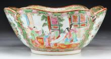 A Chinese Antique Rose Medallion Porcelain Bowl