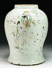 A Big Chinese Antique Famille Rose Porcelain Vase