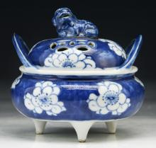 A Chinese Antique Blue & White Porcelain Censer