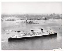 Photo Queen Elizabeth and Statue of Liberty