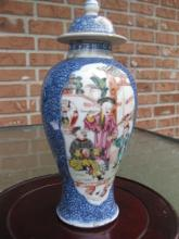 Chinese porcelain 18th c gilded Mandarin Vase, Qing dynasty