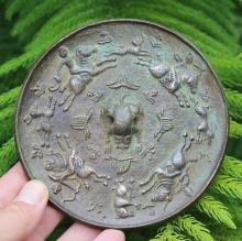 Sui/Tang dynasty Chinese Bronze mirror, - 4 hunters, 12 cm