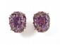 PAIRE DE BOUCLES d'oreilles en or rose, centrées chacune d'une améthyste de taille rectangulaire, serties d'améthystes de taille fantaisie, appliquées de lignes de diamants.  Poids: 22,5 g