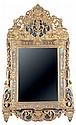 GRAND MIROIR LOUIS XIV À PARECLOSES, EN BOIS DORÉ Le miroir rectangulaire est entouré d'un cadre à parecloses, à écoinçons et coquille. Il est surmonté d'un trumeau terminé par un médaillon