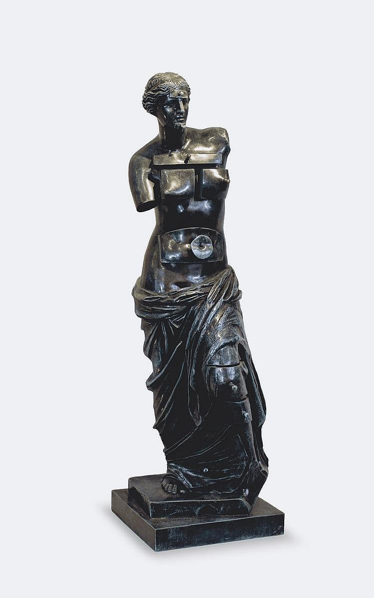 Salvador DALI (1904-1989) Grande Vénus de Milo aux tiroirs, 1964 Bronze à patine vert florentin, fonte Valsuani à la cire perdue, n°61/99 H 76 cm Un certificat d'authenticité sera remis à l'acquéreur.