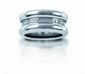 POIRAY  ALLIANCE LARGE en or gris, ceinte d'une ligne de diamants. Signée  Poids : 19,7 g