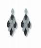 PENDANTS D'OREILLES en or gris chacun formé de motifs mobiles en navette, ornés de diamants blancs ou diamants noirs, total: 2,70 carats environ.  Poids: 10,88 g  .