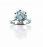BAGUE solitaire en or gris, ornée d'un diamant taille brillant pesant  4,12 carats.  taille: 50  Poids: 5,46 g
