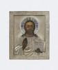 CHRIST PANTOCRATOR Le Christ bénit et tient l'Evangile ouvert. Russie, daté entre 1908 et 1917. Huile sur bois Oklad en argent avec décor sur le cadre et le nimbe. 14 x 11,5 cm (Manques et petits accidents)