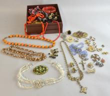Vintage costume jewellery including beads