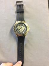 Menâ??s Surface Watch