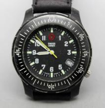 Vintage Swiss Army Mens 330ft Quartz Watch