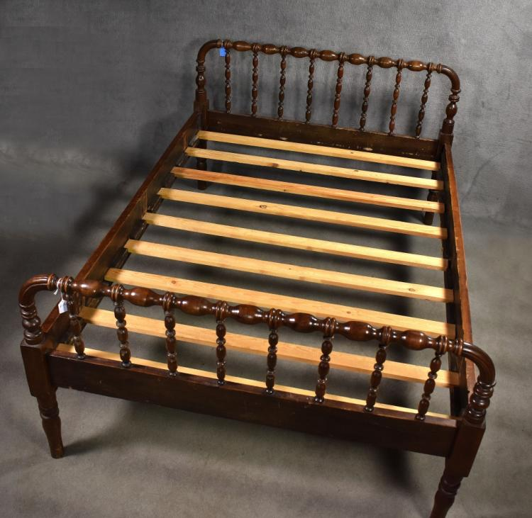 Three Quarter Spool Bed