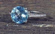 18K Blue Topaz Ladies Ring