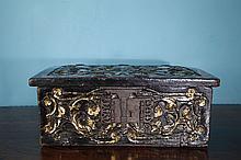 Coffret cabinet en bois sculpté