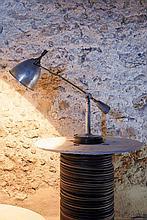 Edouard-Wilfrid BUQUET (1886- ?)  Lampe à balancier orientable  circa 1927  Laiton chromé, abat-jour en aluminium, base circulaire en bois noirci, porte une plaque « SGBG Buquet » sous la base