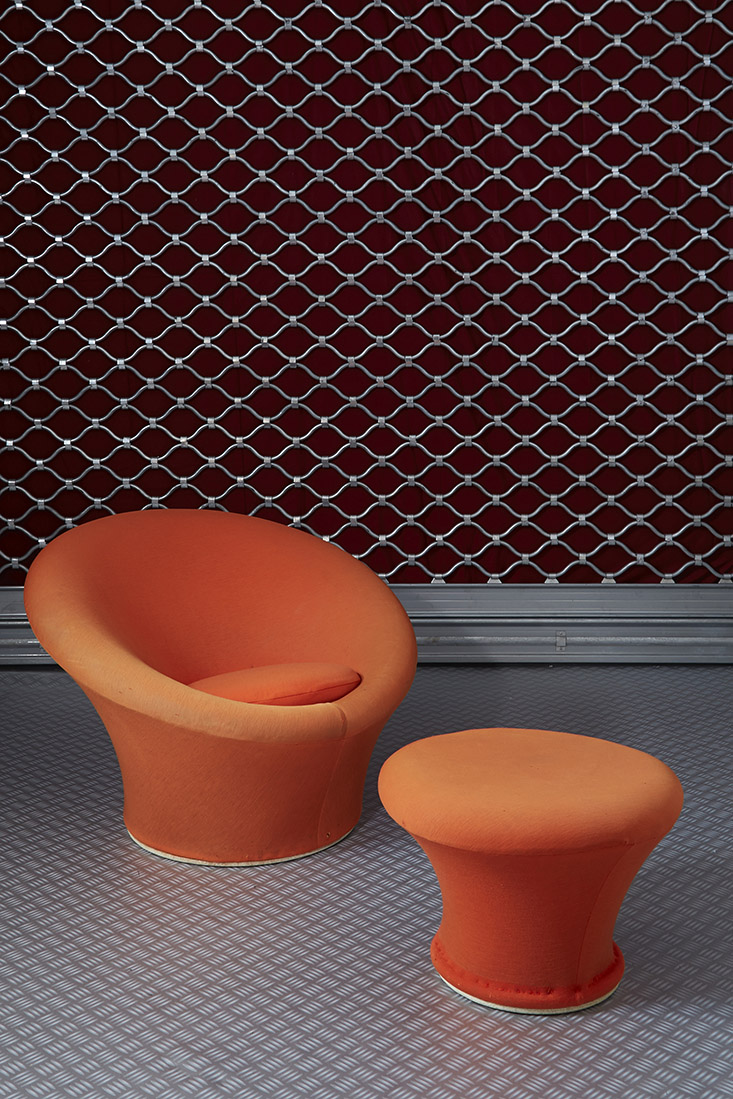 pierre paulin 1927 2009 fauteuil et pouf mushroom. Black Bedroom Furniture Sets. Home Design Ideas