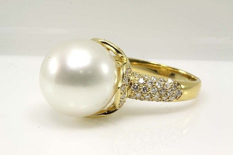 South Sea Pearl 14.5mm and Diamond Ring