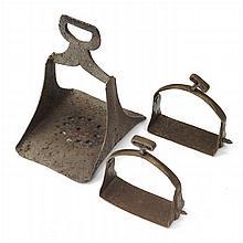 Paar Steigbügel, 18. Jh., südeuropäisch, einzelner Steigbügel, 17./18. Jh.