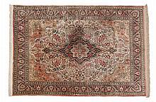 Ghoum, Persien  Geknüpft um 1950. Seide auf Seide, 410 x 310 cm  Orientteppichhaus Kurt Gall