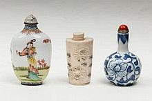 Three snuff bottles China, 20th Century