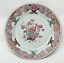 Dish China, Qing dynasty (1644–1911), Qianlong period (1736–1795), mid-18th century.'Famille rose' porcelain.Conservation: good (worn).