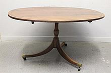 19TH CENTURY MAHOGANY OVAL CROSS BANDED AND EBONY STRUNG PEDESTAL DINING TABLE, the top with reeded