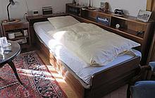 Entourage de lit et chevet, XXe s.