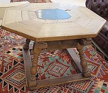 Table octogonale, Suisse centrale, circa 1800. (h