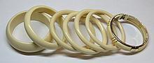 Six bracelets en ivoire.
