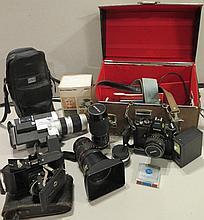 Ensemble d'appareils photos, cameras et accessoires.