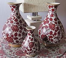 Ensemble de trois vases balustres, Chine, XXe s.
